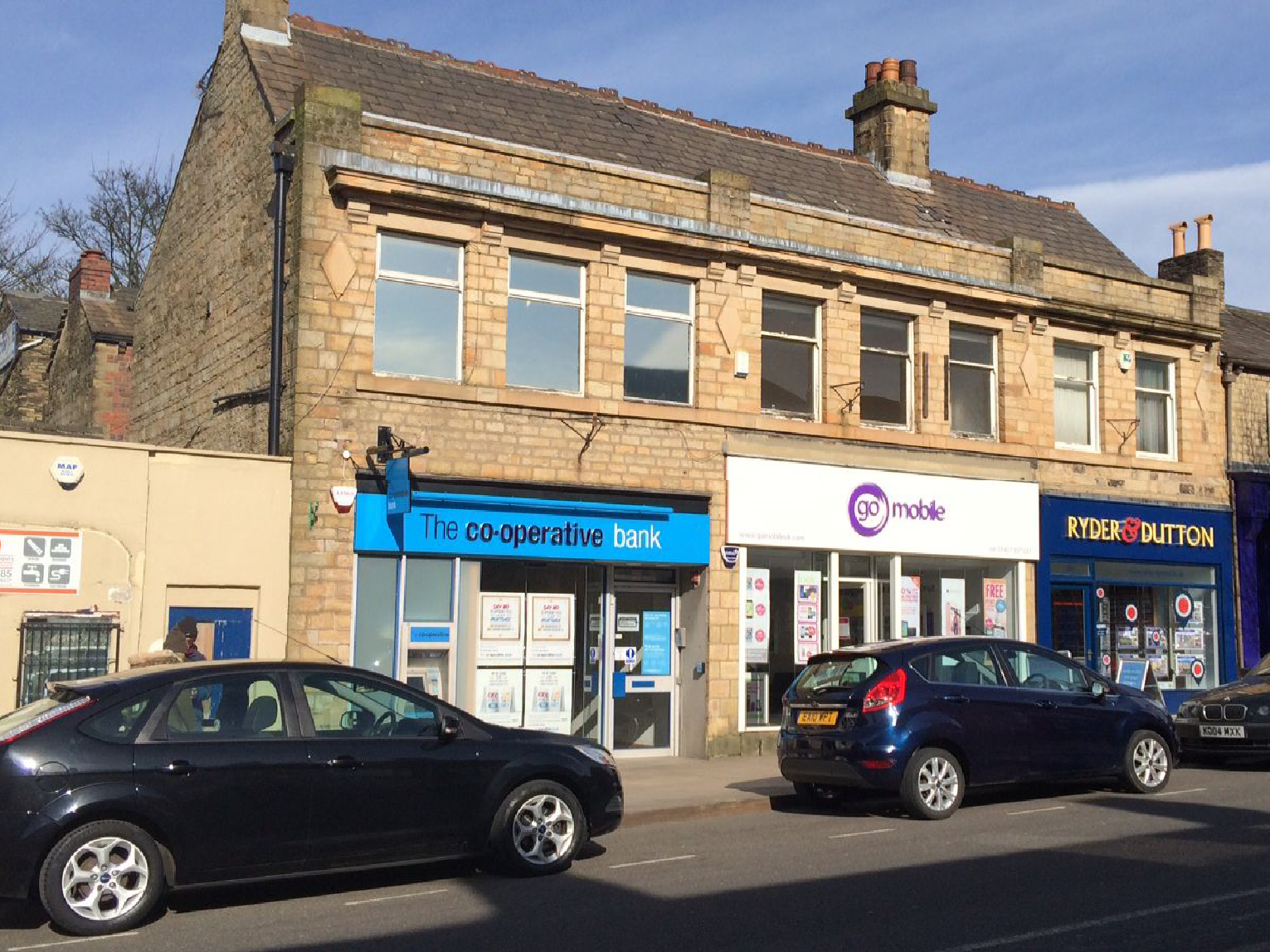 Prime retail unit to let Glossop