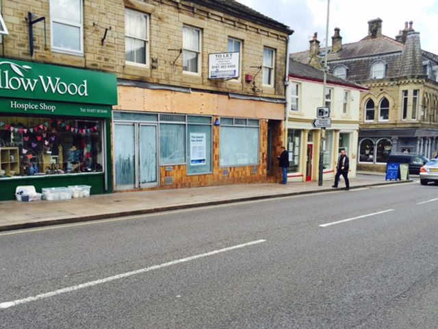 High Street West Glossop retail unit to let